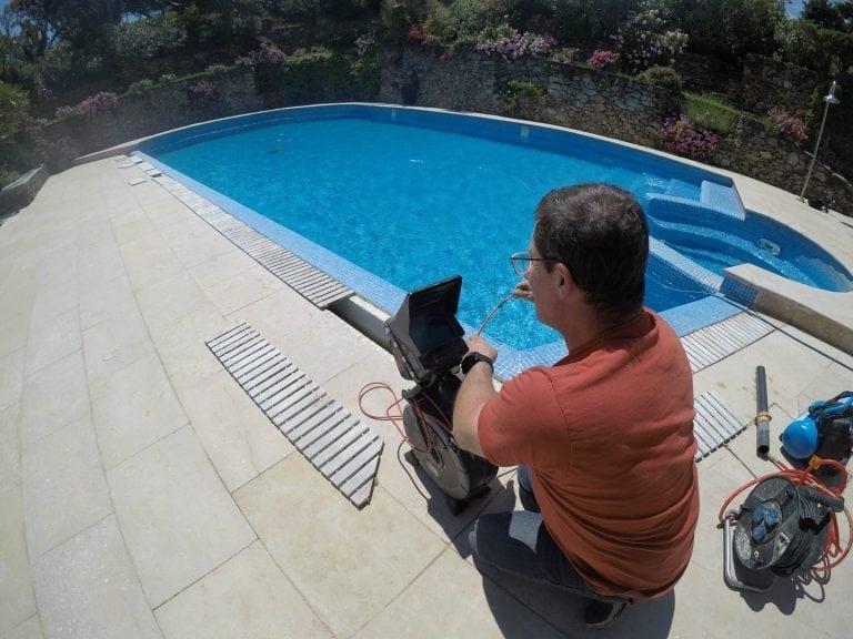 Utilisation d'une caméra d'inspection RIDGID pour la recherche de fuites piscines par France Fuites à Perpignan 66